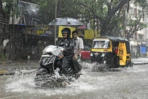 Rain brings traffic to a crawl in Mumbai, adds to Monday morning blues