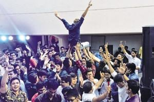 Freshers have fun during the Fresh on Campus jam session.
