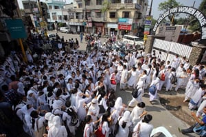 College girls in Jammu stage protests, block road over dress code,...