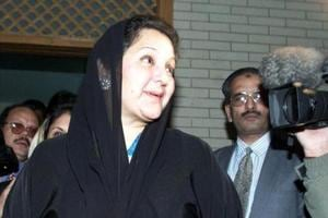 Nawaz Sharif's wife Kulsoom Nawaz diagnosed with throat...