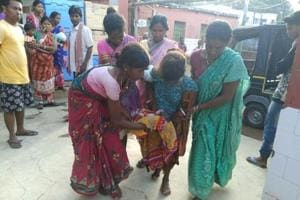 Jharkhand: Unwed girl delivers baby on  street, health centre staff...