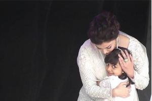 Aishwarya Rai Bachchan hugs Aaradhya in this cute pic and Abhishek is...