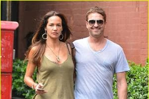 Commitment-phobe Gerard Butler has again broken up with his girlfriend...