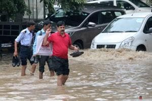 Heavy downpour leads to waterlogging, traffic snarls in Gurgaon