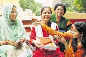 Muslim Women celebrating the Supreme Court verdict on triple talaq in Lucknow.