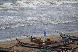 The incident comes a day after 80 fishermen from the state, who were arrested by the Sri Lankan Navy in separate incidents early this year, returned to the Karaikal port from the island nation.
