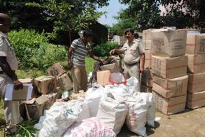 Empty bottles of liquor , packaging materials , stickers of branded companies seized from spurious liquor manufacturing unit at Namkum