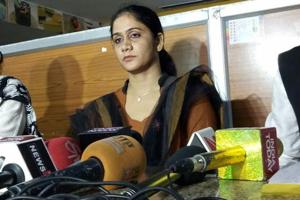 Shajada Khatoon signed a letter at a press conference announcing divorce.