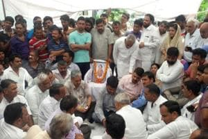 Father of the victim meets former Haryana chief minister Bhupinder Singh Hooda.