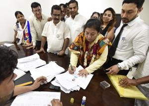 A beeline of prospective candidates could be seen at the nomination centres at the Mini Secretariat, Kadipur community centre, Vikas Sadan, Haryana roadways office at the bus stand, Zila Parishad office and sub-tehsil office in Sector 56.