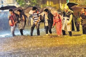 Heavy rains lash Mumbai, authorities put NDRF, CDRF on alert