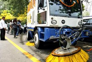 In 2010, the erstwhile Municipal Corporation of Delhi (MCD) had outsourced the work of vacuum cleaning of arterial roads to three private firms but the project met with serious operational problems.