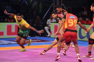 Pro Kabaddi League: Pardeep Narwal guides Patna Pirates to win over...