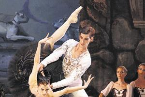 The ballet tells the story of Odette and prince Siegfried.