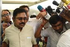 MP from AIADMK's Dinakaran camp extends support to Tamil Nadu CM...