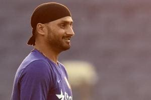 Harbhajan Singh takes dig at Australia's batting, asks Michael Clarke...