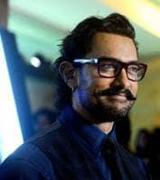Aamir Khan enjoys his first garba in Vadodara. Watch video