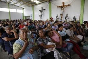 Mexicans turn to church as earthquake death toll hits 320