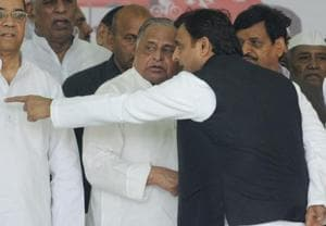 Former Uttar Pradesh chief minister Akhilesh Yadav with his father Mulayam Singh and uncle Shivpal Yadav during a Rath Yatra in Lucknow ahead of the stat assembly election early this year.
