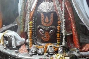 The report said that large quantities of floral and dairy offerings attracted bacterial action, which reacted with the metal ions of the sandstone jyotirlingam.
