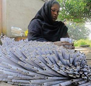 A woman making mehtab in Sisendi near Lucknow.