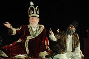 Tom Alter in the play Lal Qile Ka aakhri Mushaira.  The actor, who passed away on September 29,  became an Indian citizen, and contributed enormously to the cultural life of his country.