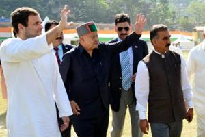 Congress national vice president Rahul Gandhi with chief minister Virbhadra Singh and state congress president Sukhvinder Singh Sukhu at a party rally in Mandi on October 7, 2017.