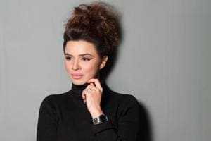 Aashka Goradia turns screen role into a real one, gives money talk to...