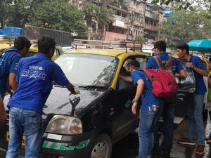 Students turn activists, help Mumbaiites commute better