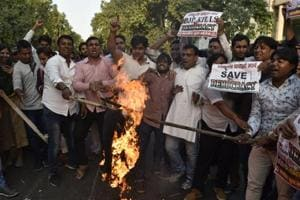 Workers of the Indian Youth Congress and Mahila Congress protest the Election Commission's decision to defer the announcement of dates for polls in Gujarat in New Delhi on Saturday.