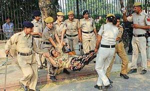 Cops take away missing JNU student Najeeb Ahmad's mother Fatima Nafees from a protest outside Delhi High Court on Monday.