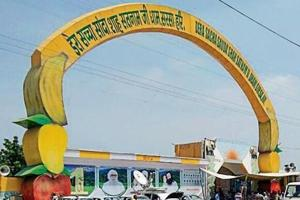 Income tax team reaches Dera Sacha Sauda headquarters in Sirsa to...