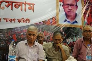 File photo of Purnendu Sekhar Mukherjee (extreme left), late Narayan Sanyal (centre) and Chandi Sarkar at an event in Kolkata in 2016. These former CPI(Maoist)leaders made a rare public appearance in an occasion to remember Bengal secretary Himadri Sen Roy alias Somen.