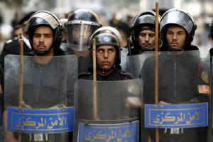35 Egyptian police, troops die in clashes with Islamists: Sources