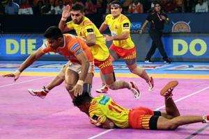 Puneri Paltan (orange) take on the Gujarat Fortunegiants in the last game of the Pro Kabaddi league stage.