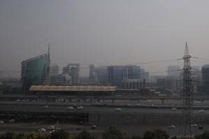 Smog shrouds Gurgaon as mercury dips, visibility drops