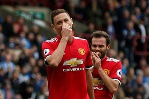 Manchester United slip sees Manchester City extend Premier League lead