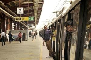 Delhi Metro commuters stranded for 45 minutes due to glitch on Blue...
