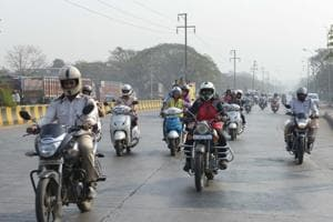 Kolkata: Traffic cop beaten up for stopping biker riding without...