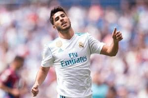 Real Madrid C.F. beat Eibar to maintain pressure on La Liga leaders FC...