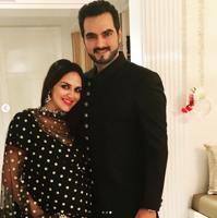 Esha Deol and Bharat Takhtani's baby girl was born on Sunday. Esha is the daughter of Bollywood stars Dharmendra and Hema Malini.