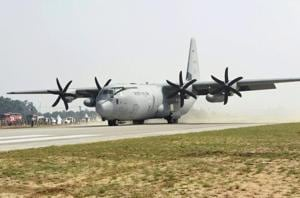 In a spectacular show, IAF planes make a touchdown on Lucknow-Agra...