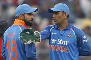 MS Dhoni guides 'Cheeku' Virat Kohli during India vs New Zealand 2nd...