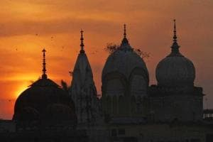 In a bid to solve Ayodhya issue, Sri Sri Ravi Shankar meets Nirmohi...