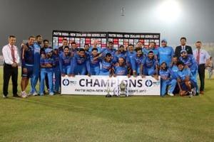 India beat New Zealand by 6 runs in final ODI, clinch three-match...