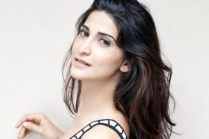Actor Aahana Kumra says that as a teacher, Naseeruddin Shah is very encouraging. She considers him her mentor.