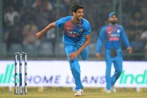 Indian bowler Ashish Nehra (L) retired from all forms of cricket on Wednesday.