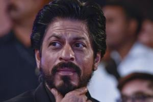 20 mobiles stolen from SRK fans who turned up outside actor's Mumbai...