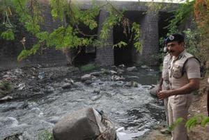 ADG ( technical) DC Sagar inspecting the scene of gang-rape near Habibganj Railway station in Bhopal, on Friday, November 3, 2017.
