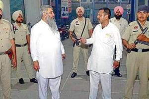 Shiv Sena state chairman Sudhir Kumar Suri (L) and chief Jai Gopal Lali with security personnel in Amritsar on Monday.